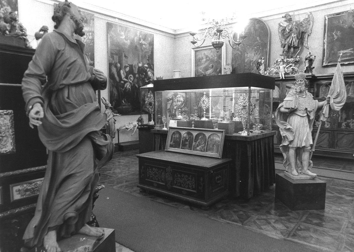 Ausstellungsräume im Erzbischöflichen Palais vor 1973. Foto: Johann Gürer