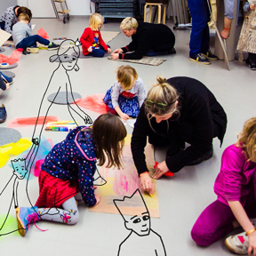 Teilnehmer_innen am Klingeding Klex! Kinder-Kreativworkshop.<br />Foto: Fabia Distefano, Illustration: Thomas Hamann