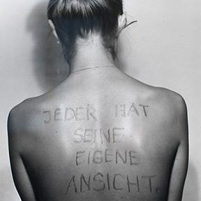 Birgit Jürgenssen <br /> Jeder hat seine eigene Ansicht, 1975 <br /> Sammlung der Kulturabteilung der Stadt Wien – MUSA