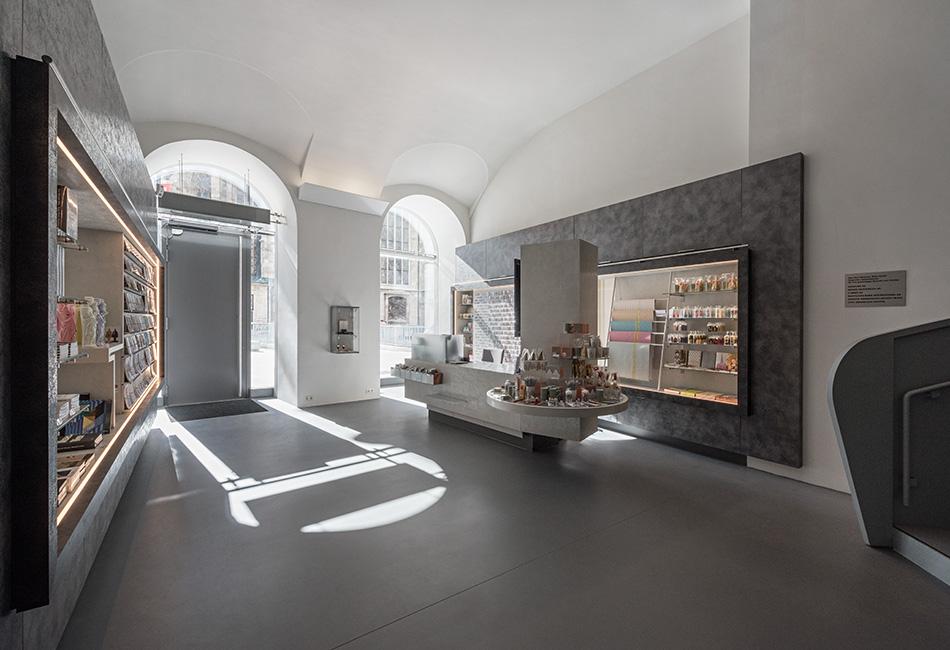 Der Kassabereich & Museumsshop im Dom Museum Wien. Foto: Hertha Hurnaus