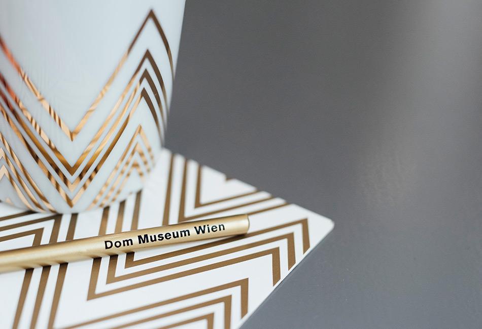 Produkte im Dom Museum Wien Zick-Zack Design, inspiriert vom Dach des Stephansdoms. Foto: Marlene Fröhlich / LuxundLumen.com